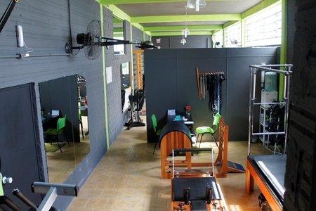 RESIST & INSIST CrossFit -