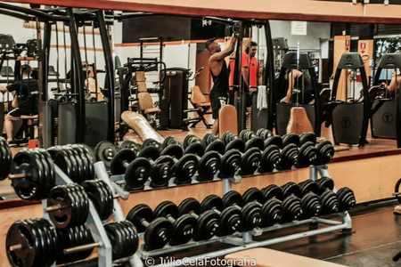 Academia Field Fitness