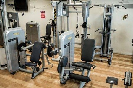 Academia Four Fitness -