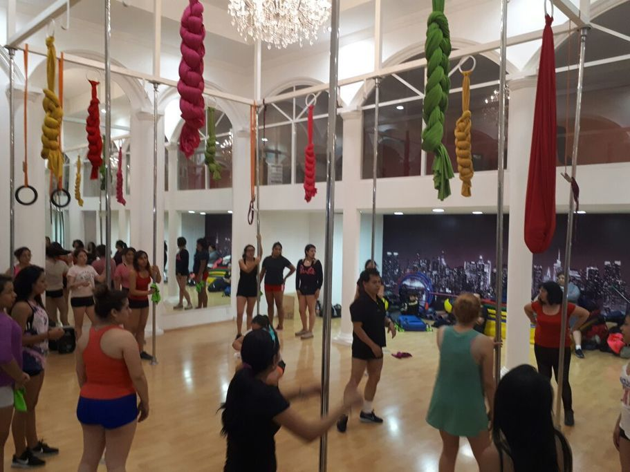 Gimnasio pole and art dance fitness and entertainment for Gimnasio abastos